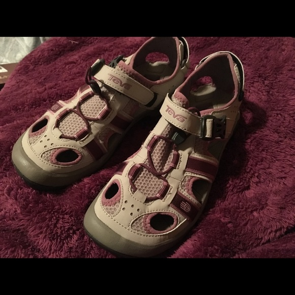 54dddb93b861 NEW Teva Omnium Women s Sandal. M 5a69487533162778b42e6d53